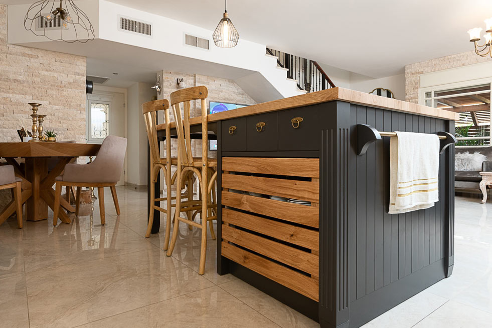 designed-large-country-kitchen
