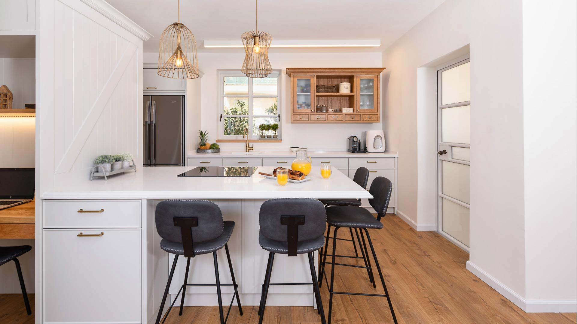 country-kitchen-with-breakfast-and-orange-juice2