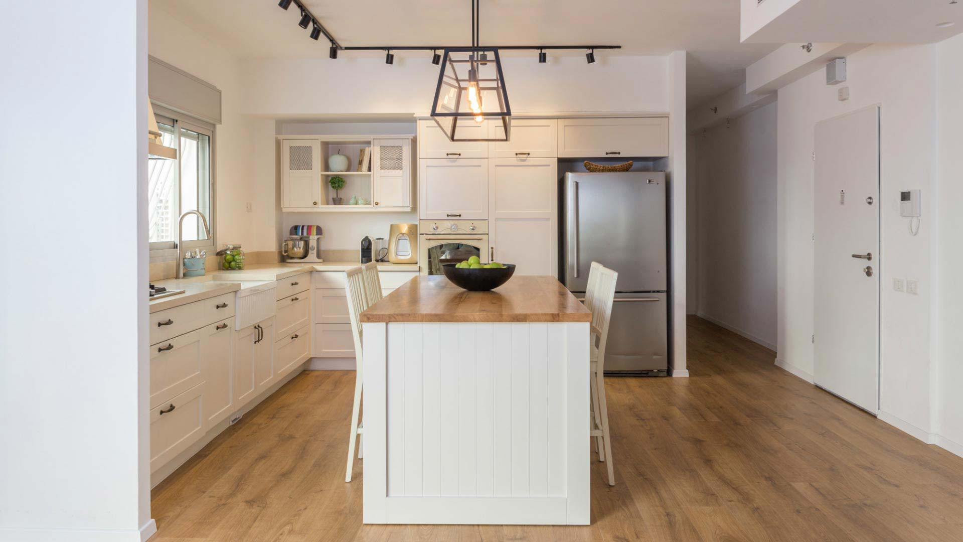 white-and-cream-colored-country-kitchen2